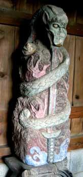 倶利伽羅不動尊の像と碑